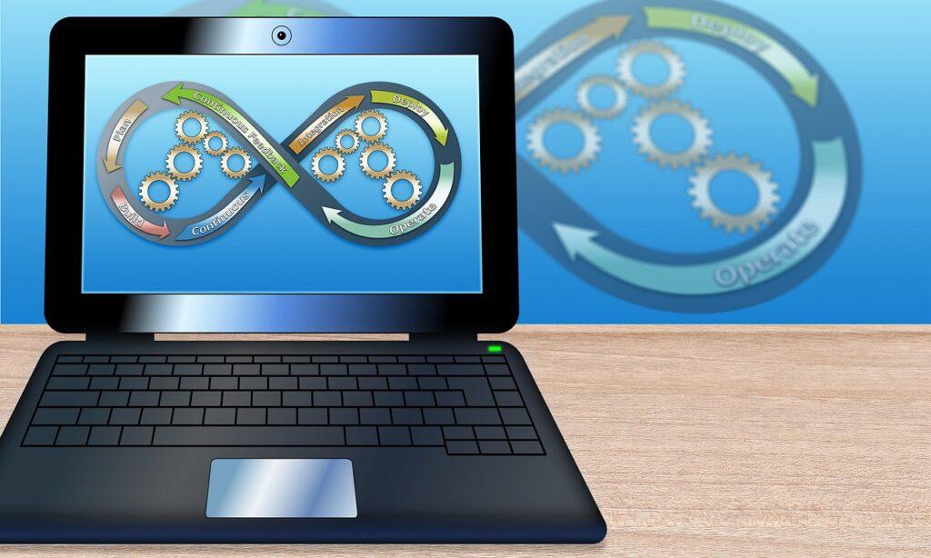 パソコン画面に映るビジネスが永続するサインの無限大マーク