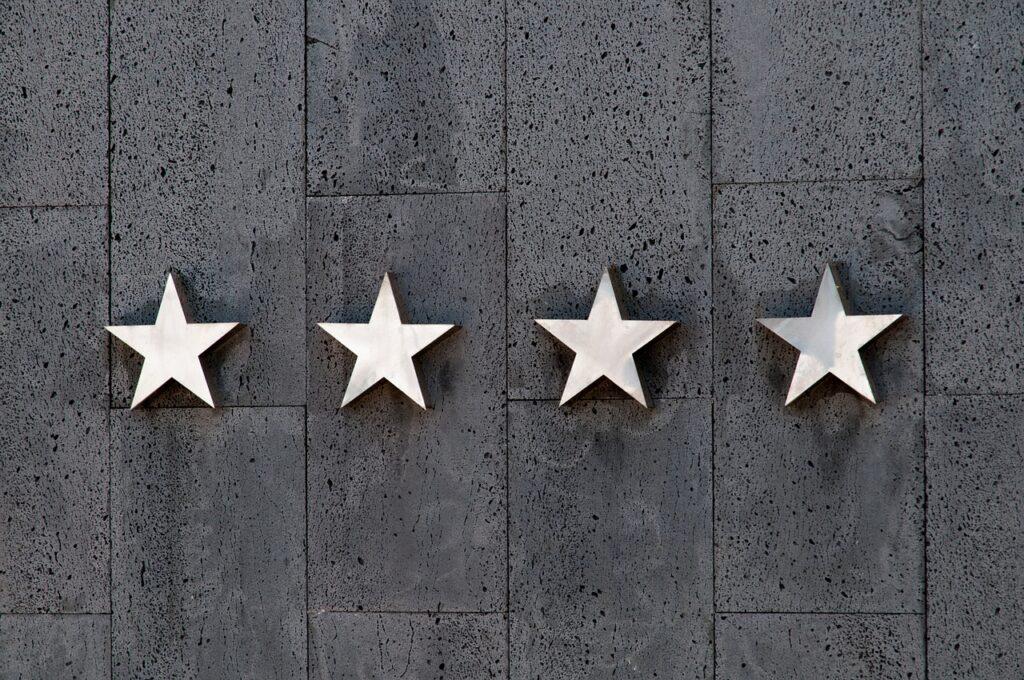 並べられた4つの星