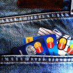 ジーパンの後ろポケットに入ったマスターカード