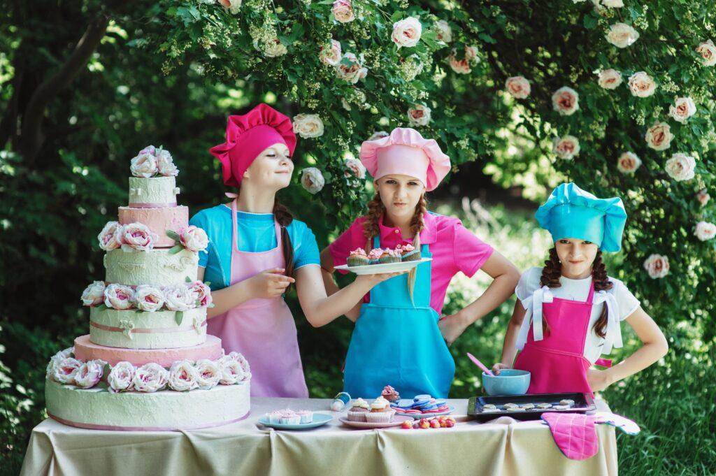 ケーキを作る3姉妹