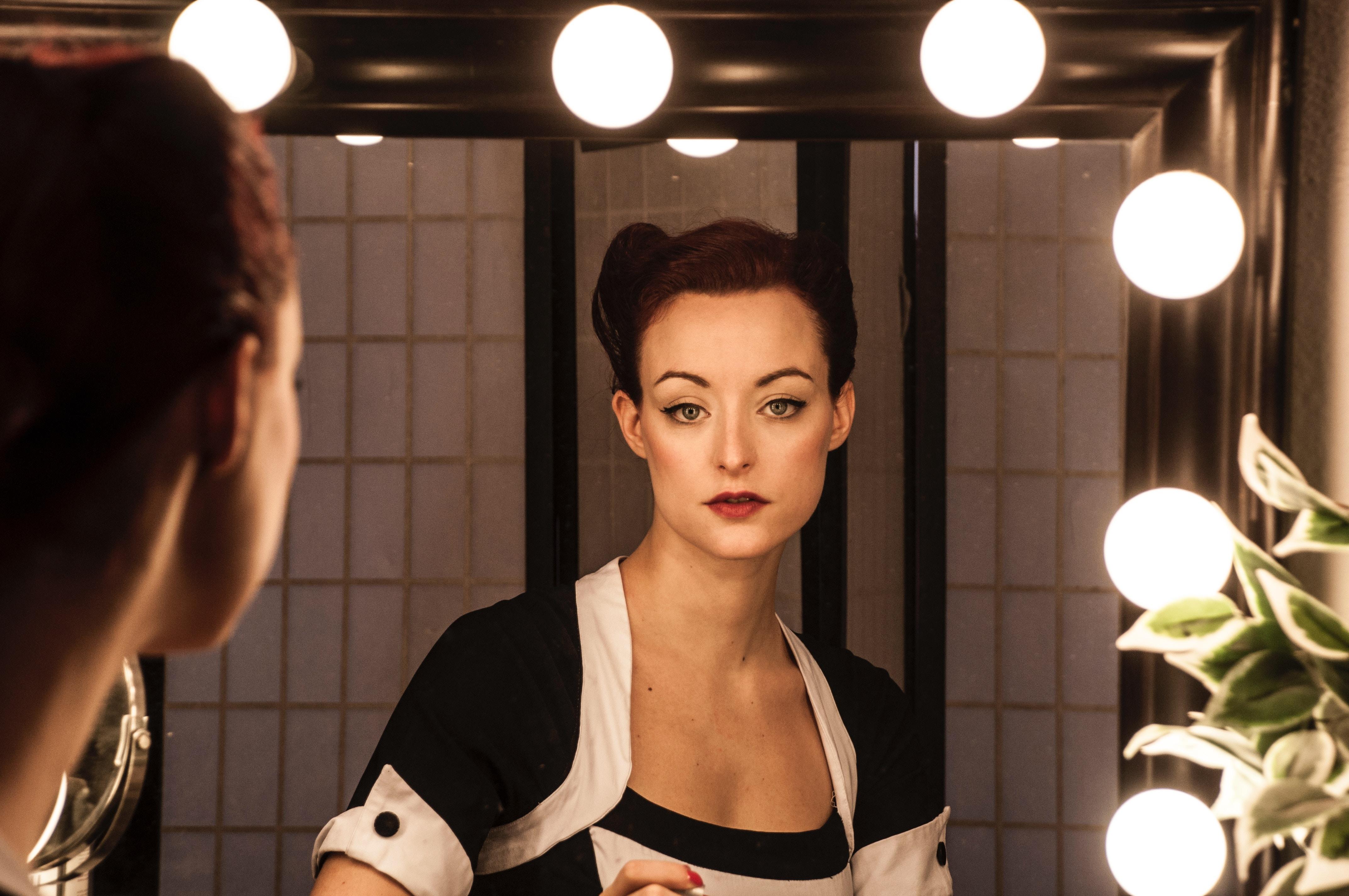 女性を映す鏡