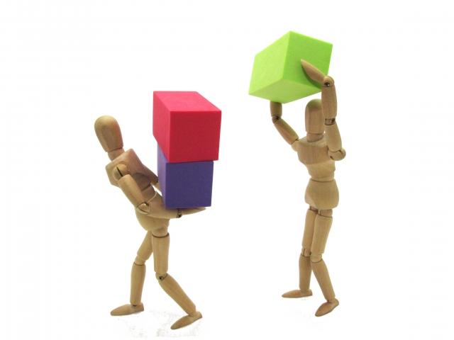 ブロックを積む人形