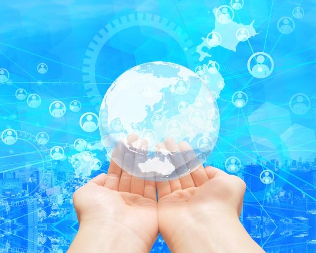 地球を持つ手