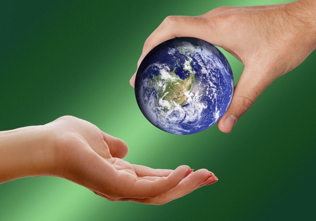 地球を手渡し