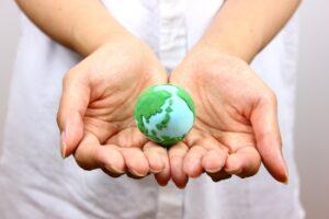 クレイアートの地球と手