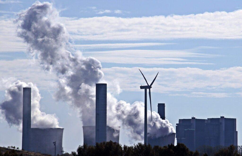 大気汚染になる工場が出る煙