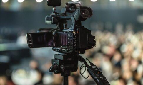 会場で撮影するビデオカメラ