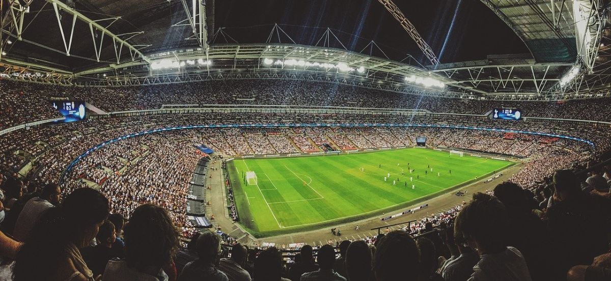 スタジアムでサッカーを観戦