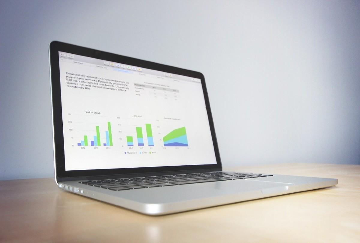 事業計画を映したパソコン画面