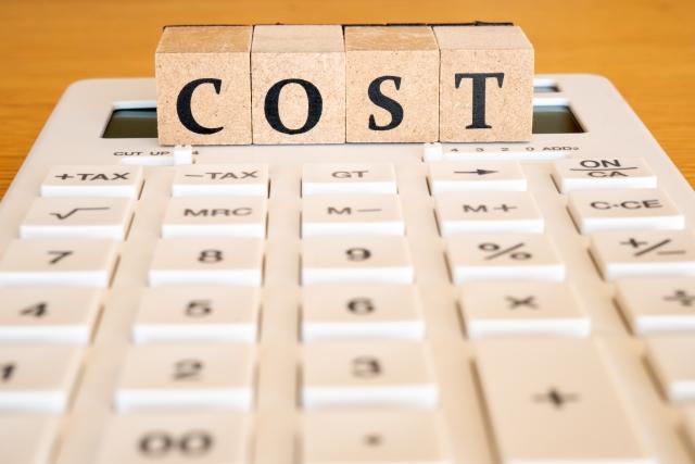 「cost」の表示と電卓のイメージ