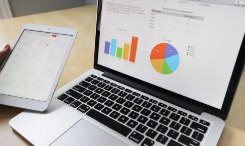 グラフを表示するパソコンのイメージ